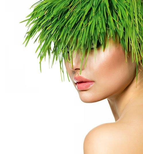 Femme aux cheveux d'herbe