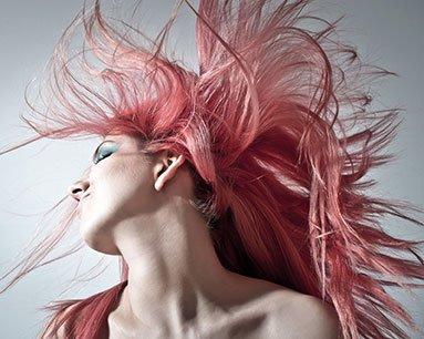 Cheveux couleur rose, comment enlever une coloration ?